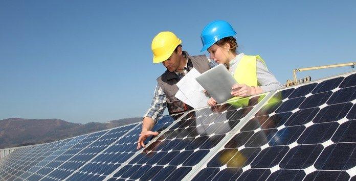 emprego-energias-renovaveis-solar-696x355